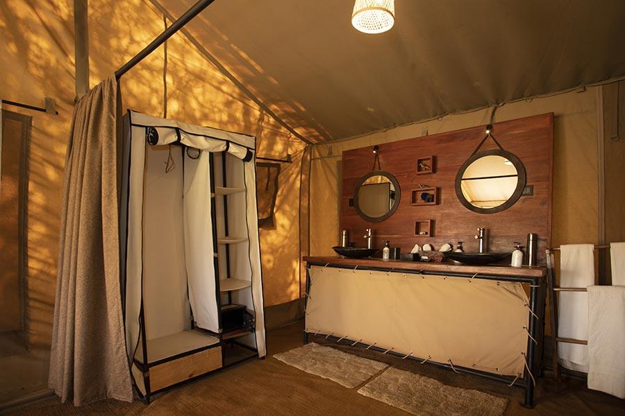 nyikani-banagi-hill-camp-accommodation-bathroom-8
